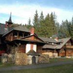 Karpaten - Rumänien - Blick auf das Jagdschloß -Holzofen
