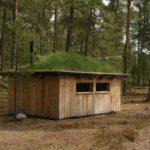 Norwegen -Hütte mit Grasdach. Unterkunft des Seminarleiters