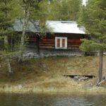 Norwegen -Hütte am Seeufer