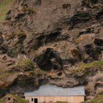 Island - Haus im Fels