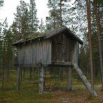 Norwegen -Altes Sami-Vorratshaus auf Stelzen