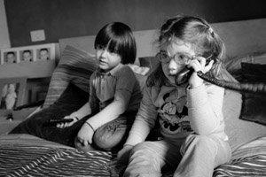 Kinder telefonieren