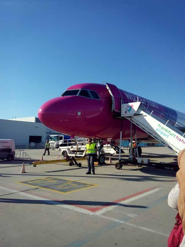 Schamanismus eV Forschungsreise Rumänien 2016 - Airbus bei WizzAir vor dem Flug