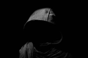 Der Tod, das Innere der Kapuze liegt im Dunkel
