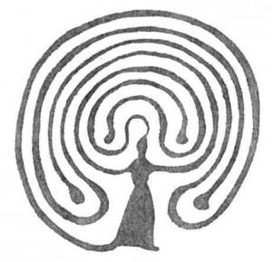 Mondfeuer - Zeichnung einer Frau, aus deren Kopf ein Labyrinth erscheint