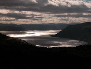 Schamanismus und Natur - Sonnenstrahlen im Fjörd, Island Dynjandisvogur